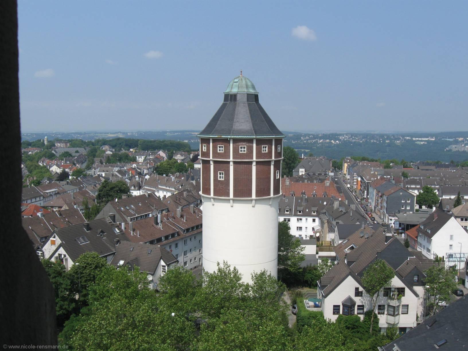 Ein Blick aus dem Turmfenster des Rathauses.