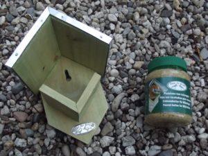 Vogelhaus und Erdnussbutter - was für eine Kombination!