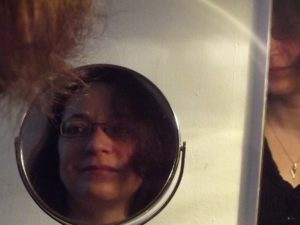 Ein Blick in den Spiegel. Ein Blick dahinter.