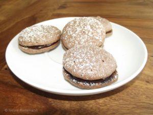 Schoko-Macarons - mein erster Versuch, in jedem Fall noch verbesserungswürdig