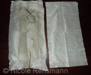 """Wie in der Werbung. Das Bild ist aber auf jeden Fall echt. Links: So sieht ein Tuch aus, nachdem ich einmal durch den """"Hunderaum"""" gewischt habe. . Rechts: Das unbenutzte Swirl-Tuch."""