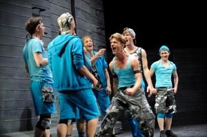 © West Side Story, Landestheater Detmold / Foto: Bernd Klein / Zu sehen: Die Jets