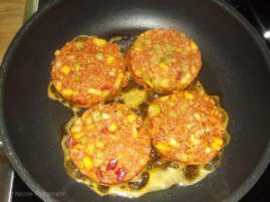 Vegetarische Frikadellen mit Mais und Paprika