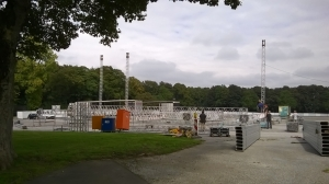 In den Tagen vor dem 06.09. wird der Schützenplatz zu einem neuen Ort. Zäune, Stände und die Bühne werden aufgebaut.